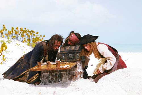 http://pics.kinokadr.ru/photoes/2006/05/22/pirates2/01.jpg