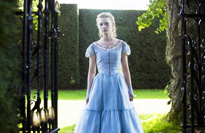 Алиса в Стране чудес.  На фото:   Мия Васиковска