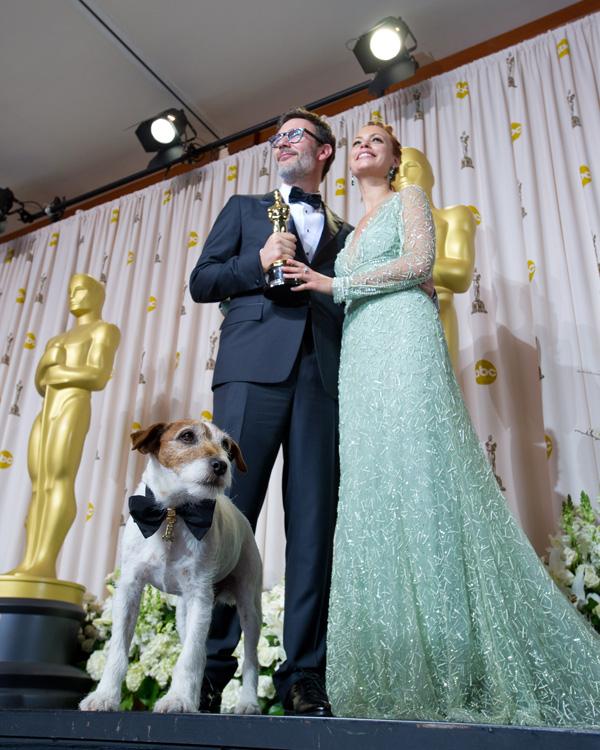 Оскар 2020: Оскар-2012, фото церемонии.   Мишель Хазанавичюс , Беренис Бейо и  пёс Угги