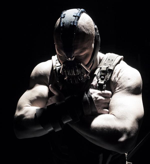 Новый Бэтман : Тёмный рыцарь: Возрождение легенды.  На фото:   Том Харди
