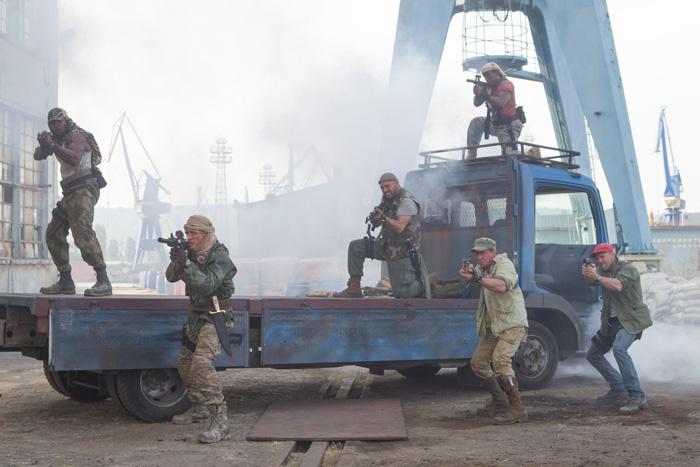Неудержимые: Неудержимые 3.  На фото:   Сильвестр Сталлоне  ,   Уэсли Снайпс  ,   Дольф Лундгрен