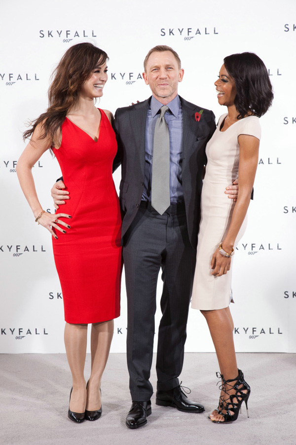 Бонд, Джеймс Бонд: 007: Координаты Скайфолл.  На фото:   Дэниел Крейг  ,   Наоми Харрис